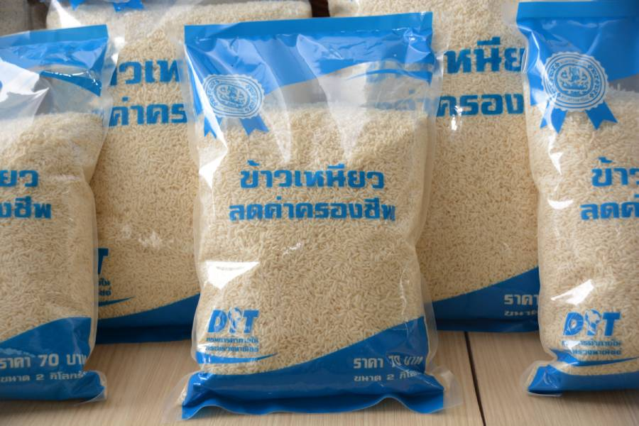 พาณิชย์ ปล่อยขบวน คาราวานข้าวเหนียวบรรจุถุงล็อตแรก 260,000 ถุง ช่วยเหลือประชาชนใน 60 จังหวัด ลดความเดือดร้อน
