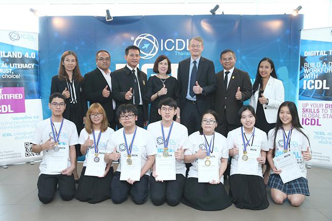 ผู้ตรวจราชการกระทรวงศึกษาธิการ ประธานเปิดการแข่งขันและมอบรางวัลให้แก่ตัวแทนประเทศไทย