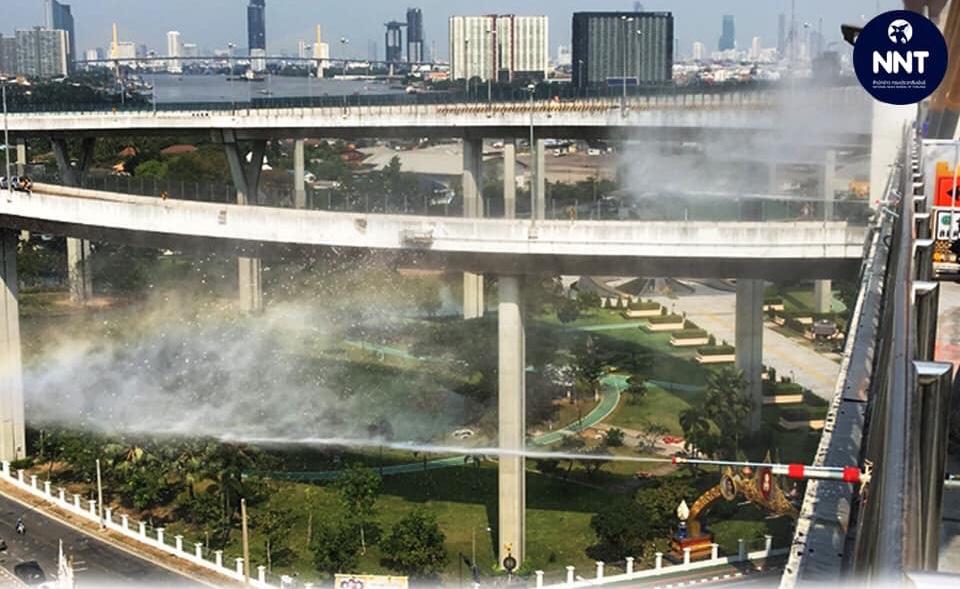กรมทางหลวงชนบทปล่อยละอองน้ำ ลดฝุ่น PM2.5 ขอความร่วมมือผู้รับจ้างดำเนินตาม มาตรการ 11 ข้อ!!